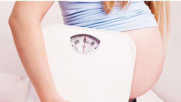 Nguyên nhân chính gây rạn da ở phụ nữ mang bầu chính là sự tăng cân quá nhanh và đột ngột trong khoảng thời gian ngắn.