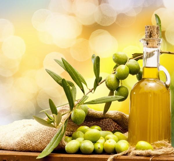 Dầu oliu nằm trong danh sách top 6 loại thực phẩm giúp bạn trị rạn da sau khi sinh nhờ chứa hàm lượng cao vitamin E