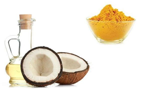 Các chị em cũng đừng nên bỏ qua sự kết hợp giữa dầu dừa và bột nghệ. Đây là cách thức giúp chị em trị rạn da rất hiệu quả sau sinh