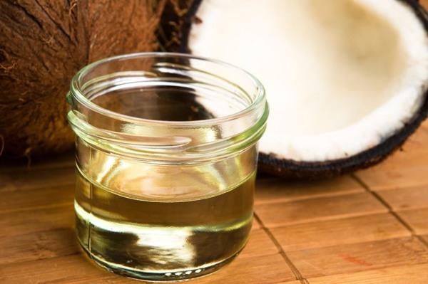 Dầu dừa chứa nhiều vitamin E cung cấp độ ẩm cho da rất tốt nên sẽ có tác dụng hồi phục vết rạn da.