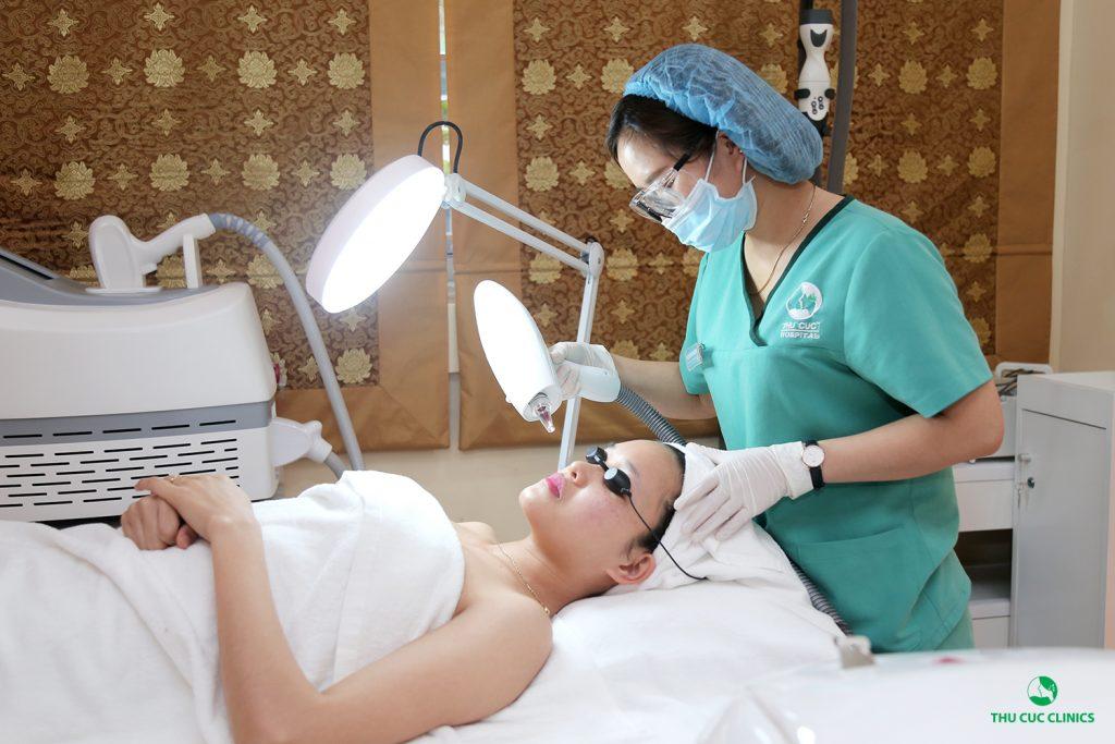 Thay vì sử dụng nguyên liệu tự nhiên, các chị em nên chủ động sử dụng các biện pháp trị tàn nhang bằng công nghệ cao tại Thu Cúc Clinics