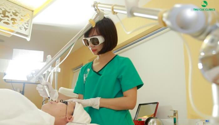 Khách hàng trị mụn bằng Laser CO2 tại Thu Cúc Clinics