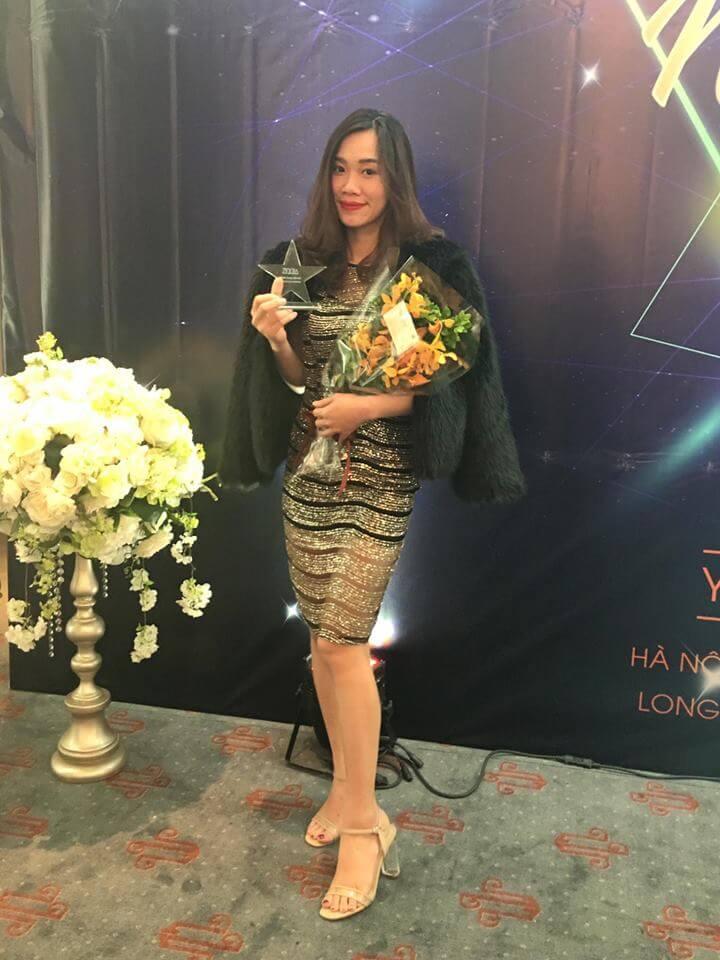 Thân hình chuẩn cùng gương mặt sạch mụn, tươi trẻ đã giúp Kim Oanh nắm bắt được nhiều cơ hội và tự tin gặt hái được rất nhiều thành công trong cuộc sống