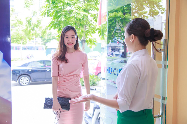 Cô nàng 9X Kim Oanh lựa chọn trị mụn ở Thu Cúc Clinics nhờ vào việc tìm cách trị mụn trên mạng và thấy nhiều chị em trị mụn hiệu quả tại đây