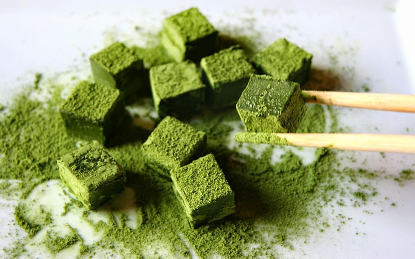 Trà xanh sử dụng làm mặt nạ có tác dụng làm sạch da, chống oxy hóa, kháng khuẩn và trị mụn ẩn hiệu quả