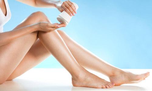 Bôi kem ở chân không phải là giải pháp khắc phục được tình trạng rạn da chân ở mức độ nặng
