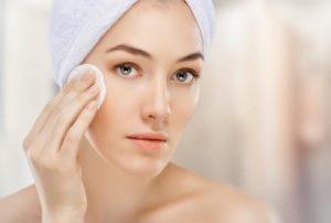 Hướng dẫn bạn gái cách chăm sóc da nhờn bị mụn