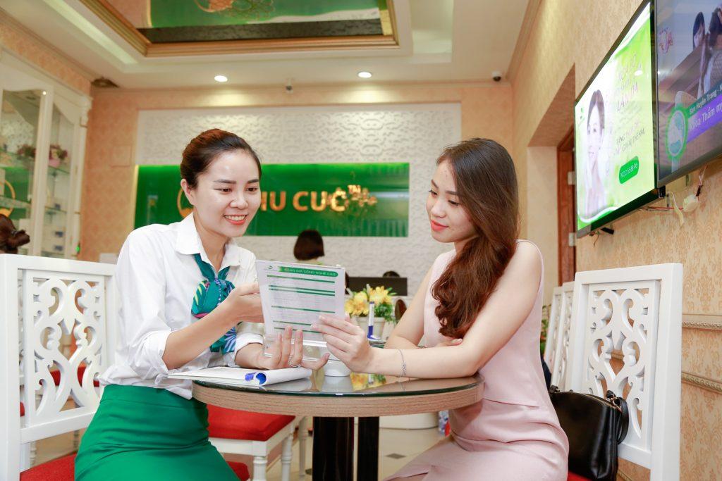 Rất đông khách hàng đã đến Thu Cúc Clinics để tư vấn trị mụn