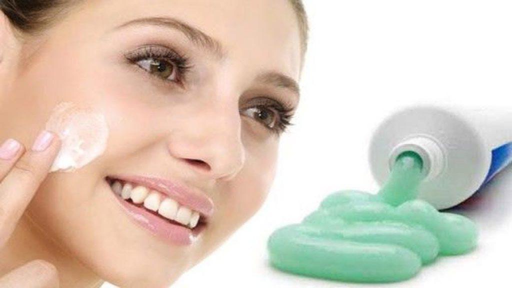 Do chỉ có khả năng tác động trên lớp thượng bì nên việc sử dụng kem đánh răng chỉ có thể đem lại hiệu hạn chế trong việc điều trị tàn nhang