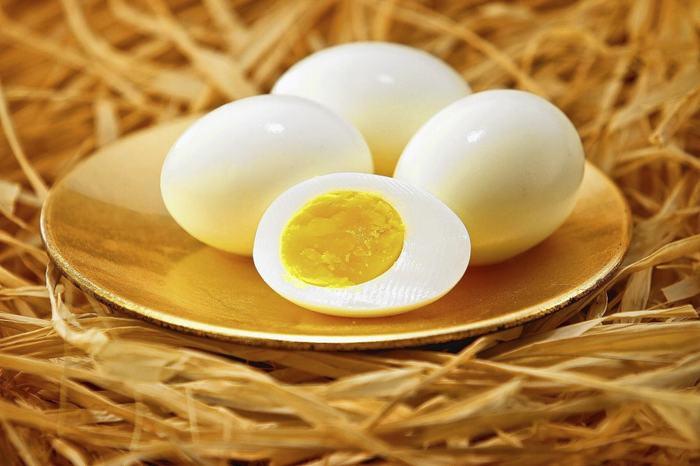 Tuyệt chiêu trị mụn cám cấp tốc bằng trứng gà