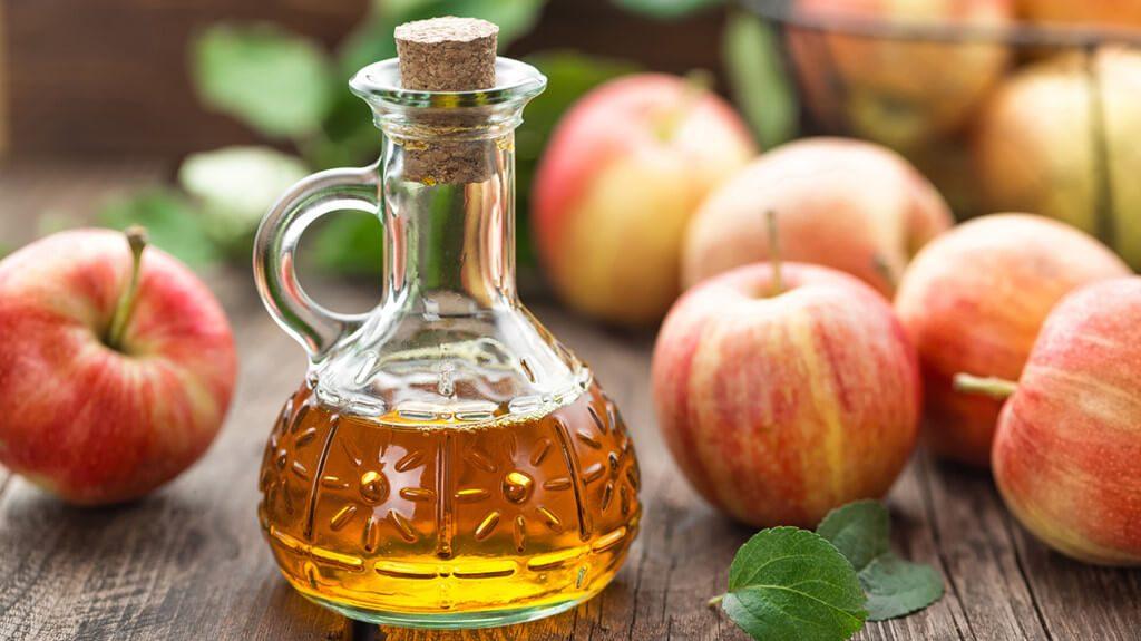 Sử dụng giấm táo để thoa trực tiếp lên vùng da bị nám