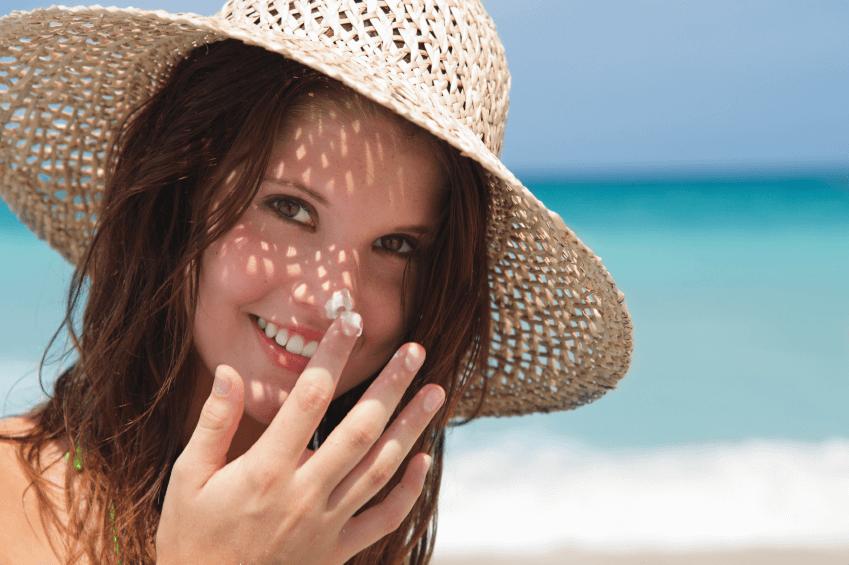 Sau trị nám bằng nha đam, các chị em nên tránh tiếp xúc với ánh nắng mặt trời