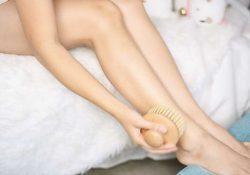 Bí quyết tẩy lông chân từ 4 loại tinh dầu