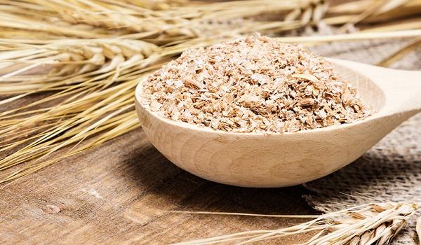Sử dụng cám gạo là cách chữa trị viêm nang lông ở đùi hiệu quả nhất được chị em áp dụng phổ biến.