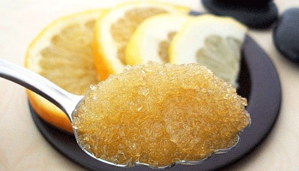 Hỗn hợp chanh và đường giúp triệt lông an toàn và nhanh chóng nên được chị em áp dụng phổ biến.