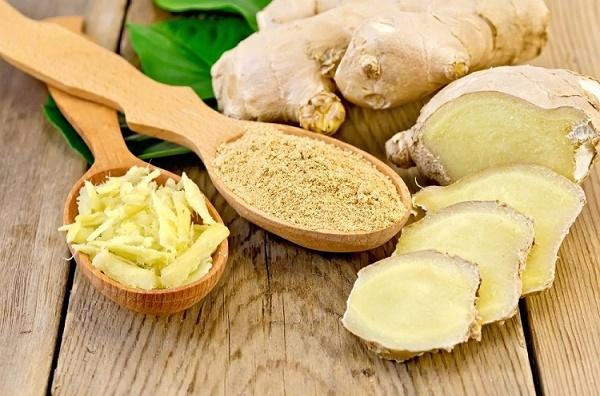 Kết hợp bột nghệ với sữa chua không đường sẽ tạo thành mặt nạ điều trị nám da hiệu quả.
