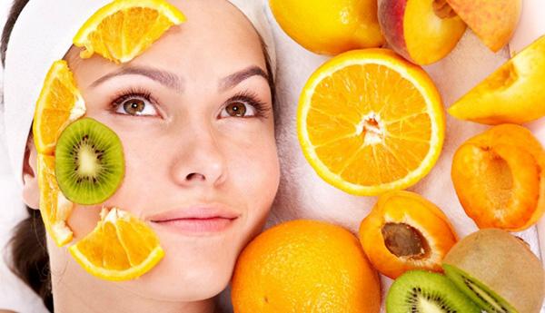 Trong nước cam chứa nhiều thành phần dưỡng chất có tác dụng làm trắng da và loại bỏ lông mặt nhanh chóng.