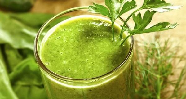 Mặt nạ sữa chua và cần tây không chỉ giúp trị tàn nhang mà còn dưỡng trắng da sáng mịn tự nhiên.