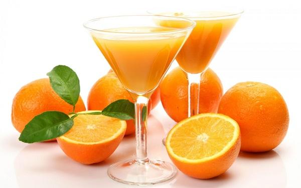 Cách trị mụn trứng cá từ nước ép cam được các chị em áp dụng rất phổ biến ngay tại nhà bởi an toàn.