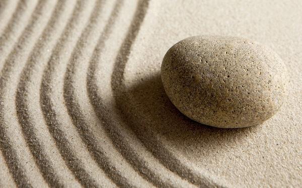 Bạn nên lựa chọn những đá mài tròn đều, không thô ráp và có cạnh sắc tránh trường hợp làm xước vùng da của bạn.