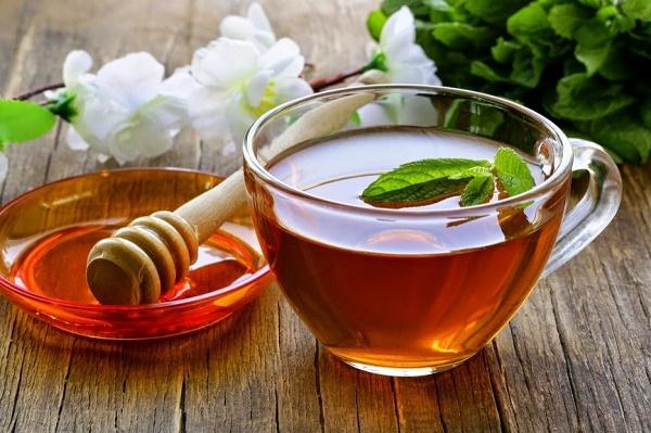 Hỗn hợp trà xanh và mật ong giúp làm trắng da, cải thiện vết thâm đồng thời cung cấp dưỡng chất cho làn da tươi trẻ, sáng mịn tự nhiên.