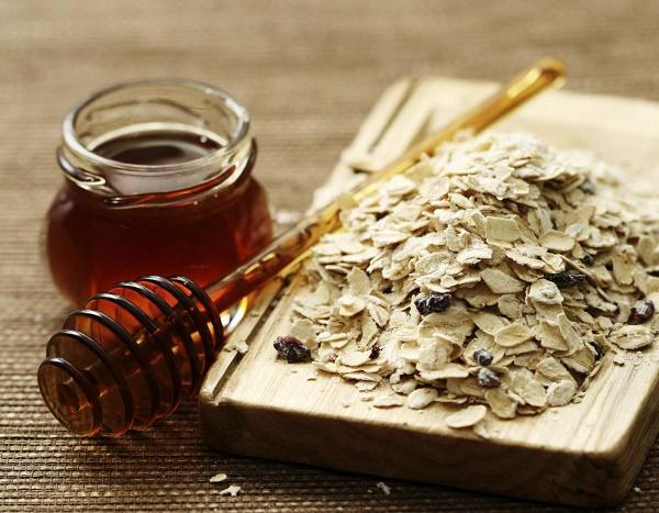 Trị nám bằng yến mạch và mật ong được các chị em áp dụng rất phổ biến ngay tại nhà.