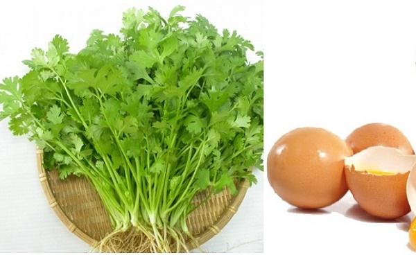 Kết hợp rau mùi và lòng trắng trứng gà không chỉ tạo nên mặt nạ trị tàn nhang hiệu quả mà còn làm trắng da.