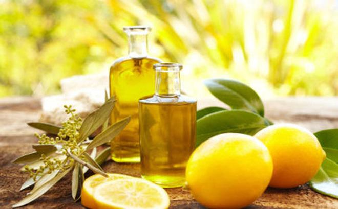 Trị nám tàn nhang bằng dầu oliu và nước cốt chanh đem lại hiệu quả nhanh chóng.