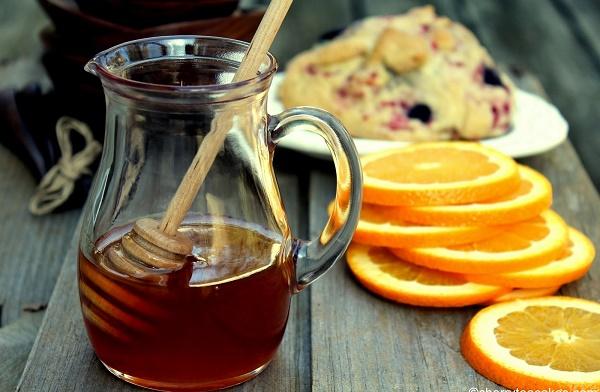Trị tàn nhang bằng quả cam và mật ong được các chị em áp dụng rất phổ biến ngay tại nhà.