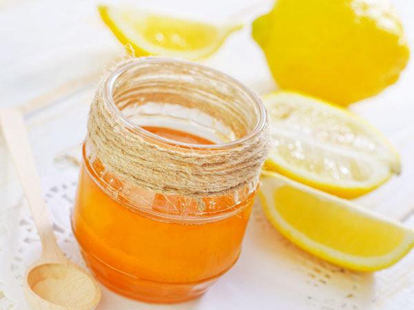 Khi kết hợp mật ong với nước cốt chanh sẽ tạo nên mặt nạ trị tàn nhang an toàn và nhanh chóng.