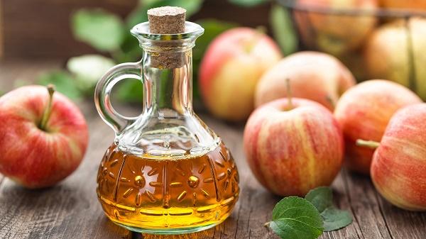 Kết hợp tỏi và giấm táo sẽ tạo nên hỗn hợp trị nám da an toàn và nhanh chóng.