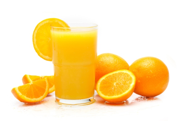 Sử dụng nước ép cam là cách làm sạch mụn trứng cá trên mặt hiệu quả tức thì.