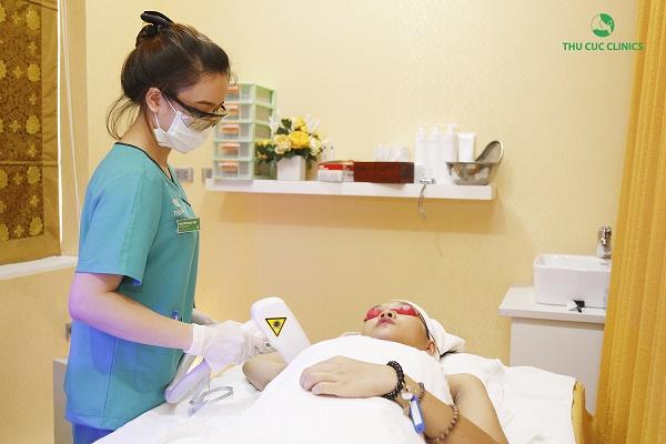 Tại Thu Cúc Clinics, triệt lông bằng công nghệ Laser Diode đã được FDA Hoa Kỳ kiểm định an toàn, không gây xâm lấn.