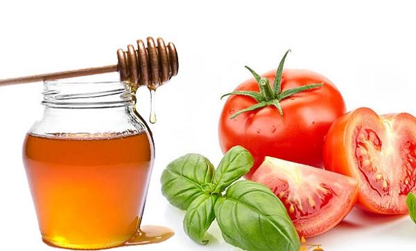 Cách trị nám từ cà chua, mật ong rất an toàn nên có thể sử dụng cho mọi loại da mà không gây kích ứng.