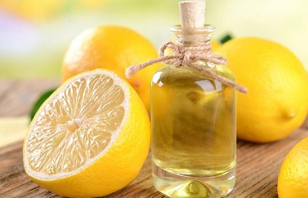 Mặt nạ chanh và dầu dừa ngăn ngừa quá trình oxy hóa, đồng thời làm mờ các đốm tàn nhang hiệu quả.