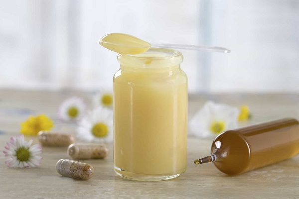 Trị tàn nhang bằng sữa ong chúa rất an toàn nên thích hợp sử dụng cho mọi loại da mà không gây kích ứng.