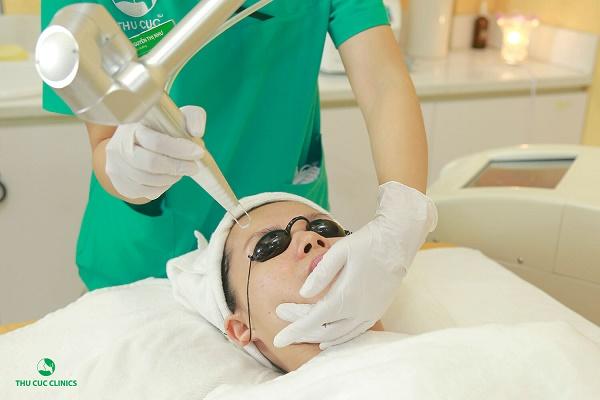 Thu Cúc Clinics đang ứng dụng phương pháp trị tàn nhang bằng công nghệ Laser PicoSure.