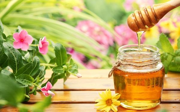 Mặt nạ dầu dừa và mật ong rất an toàn nên có thể sử dụng cho mọi loại da mà không gây kích ứng.