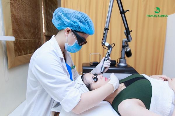 Thu Cúc Clinics đang ứng dụng phương pháp trị tàn nhang bằng công nghệ Laser Iris.