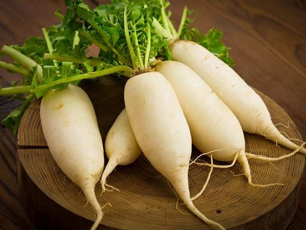 Mặt nạ từ củ cải đã được sử dụng để điều trị các vấn đề về da như làm mờ những đốm nâu và tàn nhang.