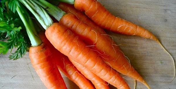 Mặt nạ từ củ cà rốt giúp loại bỏ tàn nhang nhanh chóng đồng thời dưỡng da sáng mịn.