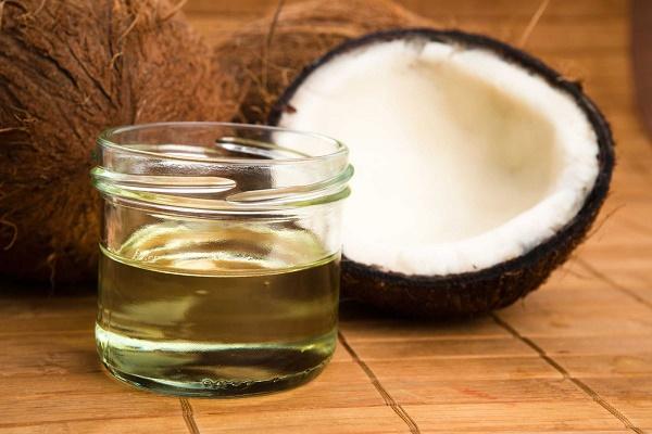 Phương pháp trị rạn da bằng dầu dừa đem lại hiệu quả khá cao, lại rất an toàn cho làn da nhạy cảm.