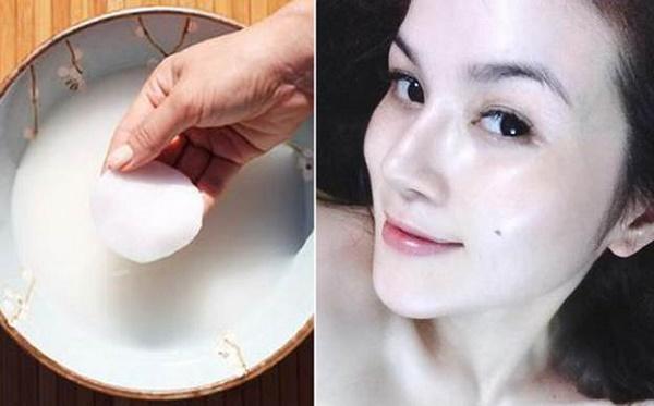 Nước vo gạo vừa giúp làm trắng da, vừa giúp trị mụn, làm mờ vết thâm và ngăn chặn quá trình lão hoa da hiệu quả.