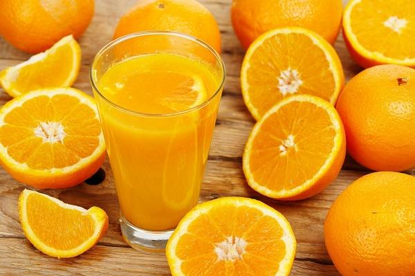 Nước ép quả cam làm sạch mụn trứng cá, đồng thời giúp dưỡng da mịn màng và tươi sáng tự nhiên.