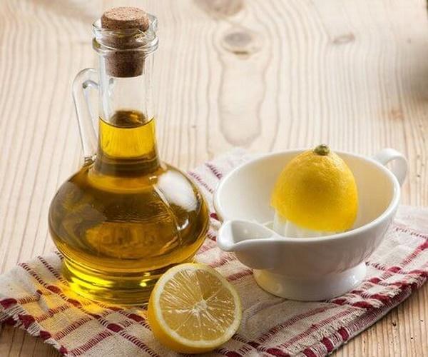 Mặt nạ chanh và dầu oliu loại bỏ tế bào dư thừa, cải thiện sắc tố và làm mờ nám da hiệu quả.