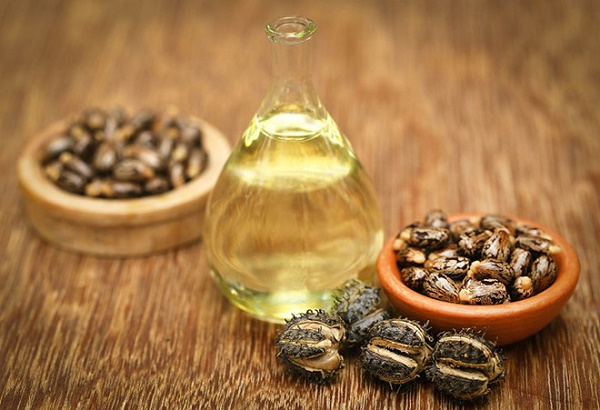 Mặt nạ dầu thầu dầu và khoai tây giúp loại bỏ loại bỏ vết rạn cho làn da sáng mịn tự nhiên.
