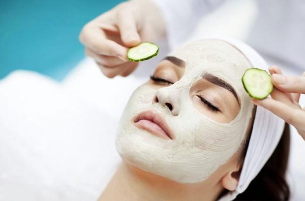 Các mặt nạ trị mụn tự nhiên giúp loại bỏ vết thâm trên da, làm sạch da cho làn da sáng mịn tự nhiên hơn.