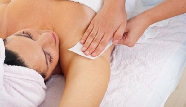 Phương pháp wax lông tại nhà được đông đảo chị em áp dụng bởi an toàn, dễ thực hiện với chi phí rẻ.