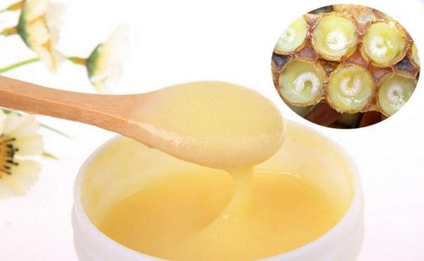 Trị tàn nhang hiệu quả bằng sữa ong chúa tươi được các chị em áp dụng rất phổ biến tại nhà.