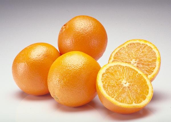 Phần vỏ cam có khả năng hoạt động như một chất tẩy trắng hiệu quả, đồng thời ngăn chặn quá trình lão hóa làn da.